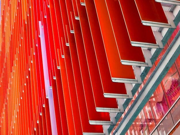 L'intérieur et l'extérieur de la feuille de plastique acrylique ont un rouge orange blanc