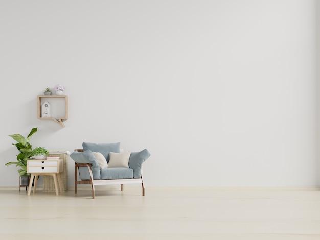 L'intérieur a un fauteuil sur un mur blanc vide.