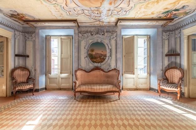 Intérieur d'un manoir luxueux et ancien