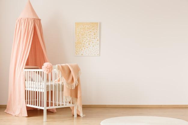 Intérieur minimaliste de la chambre pastel