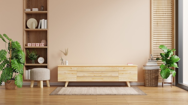 Intérieur moderne du salon avec meuble pour tv sur mur de couleur crème,