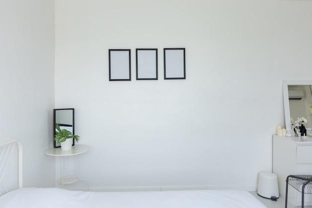 Intérieur moderne et lumineux de la chambre