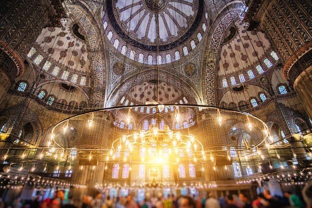 Intérieur de la mosquée bleue. aussi connu sous le nom de sultan ahmed mosquei n istanbul, turquie