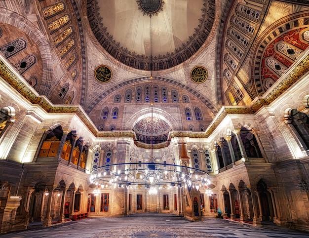 Intérieur de la mosquée bleue