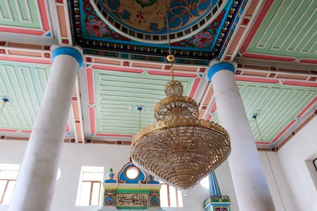 Intérieur de la mosquée orta jame à batoumi, géorgie