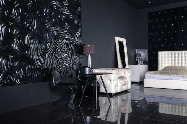 Intérieur noir de luxe moderne et sombre avec des meubles chic blancs