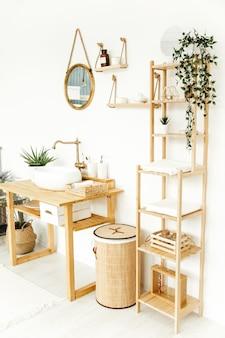 Intérieur de salle de bain élégant le concept d'appartement respectueux de l'environnement