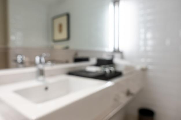 Intérieur de la salle de bain flou abstrait pour le fond