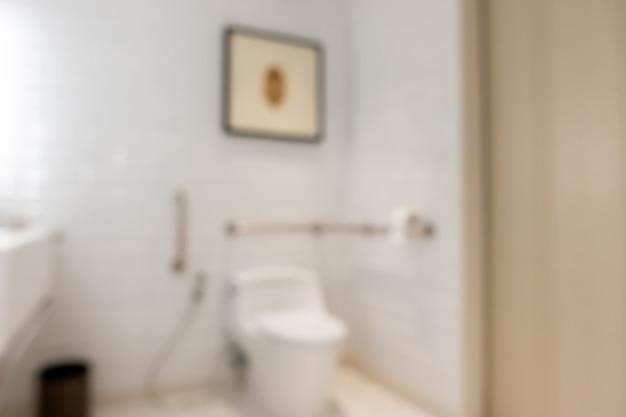 Intérieur de salle de bain floue