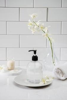Intérieur de salle de bains de luxe - savon et serviette
