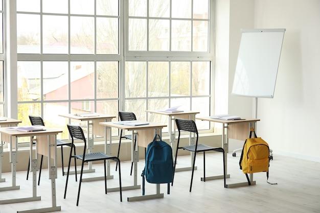 Intérieur de la salle de classe vide moderne