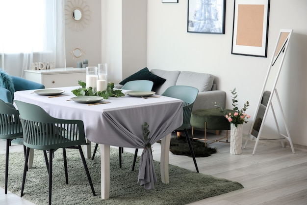 Intérieur de la salle à manger moderne et élégante
