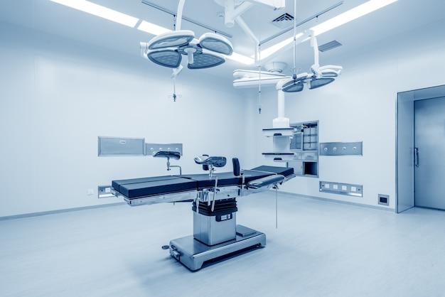 Intérieur de la salle d'opération dans une clinique moderne