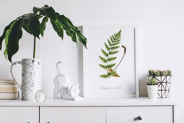 Intérieur de salon créatif avec cadre d'affiche maquette commode moderne blanche feuille verte dans un vase conçu de manière créative plantes dans des pots conçus par hipster et sculpture de chat murs blancs template