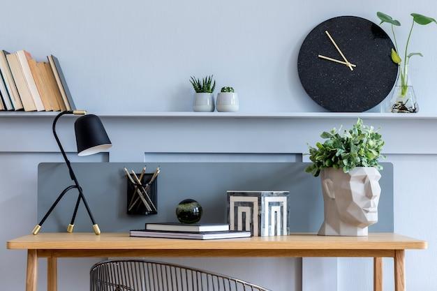 Intérieur de salon scandinave élégant avec bureau en bois modèle de décoration d'intérieur moderne