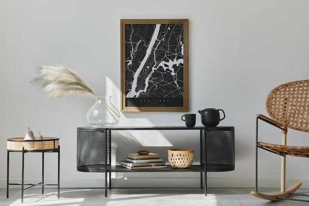 Intérieur de salon scandinave moderne avec cadre de peinture, commode design, feuille dans un vase, fauteuil en rotin, livre et accessoires élégants dans un décor élégant.