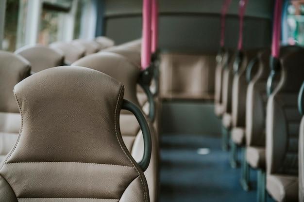 Intérieur d'un transport en bus public