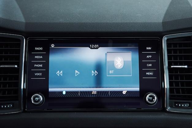Intérieur de voiture - appareils, le concept de conduite