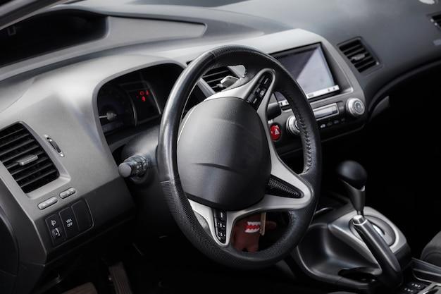 L'intérieur de la voiture, à l'intérieur de la voiture