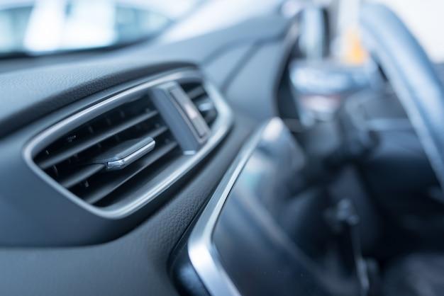 Intérieur d'une voiture moderne, climatiseur de voiture