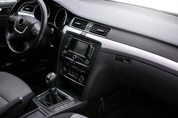 Intérieur de voiture moderne.