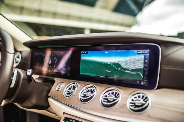 Intérieur de voiture, système de navigation, climatiseurs