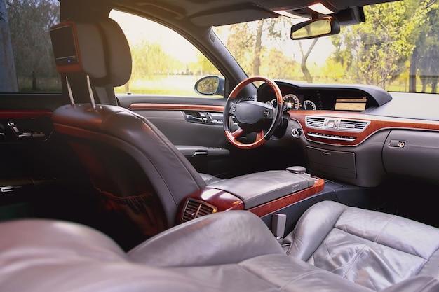 Intérieur de la voiture.