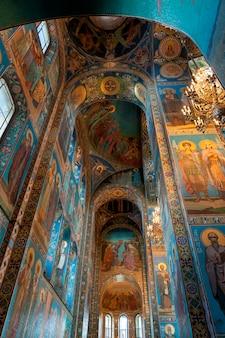 Intérieurs de l'église du sauveur sur le sang versé, saint-pétersbourg, russie