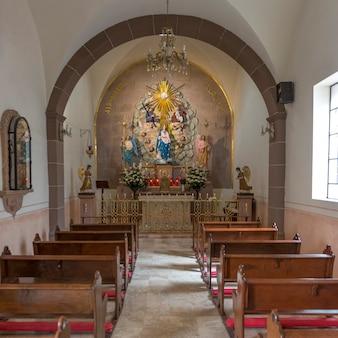 Intérieurs d'une église, san miguel de allende, guanajuato, mexique