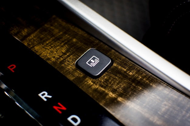 Interrupteur électrique à bouton de pare-soleil arrière pour voiture de luxe, concept de pièce automobile.