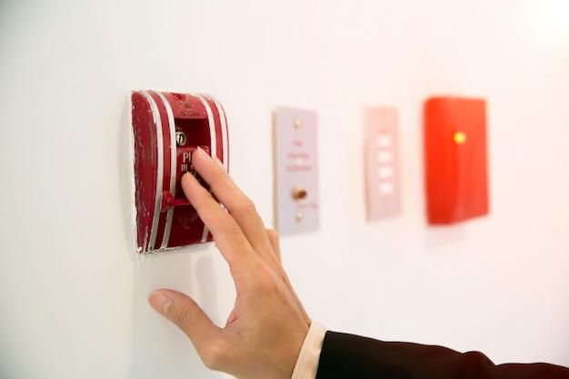 Interrupteur à tirer en cas d'incendie.