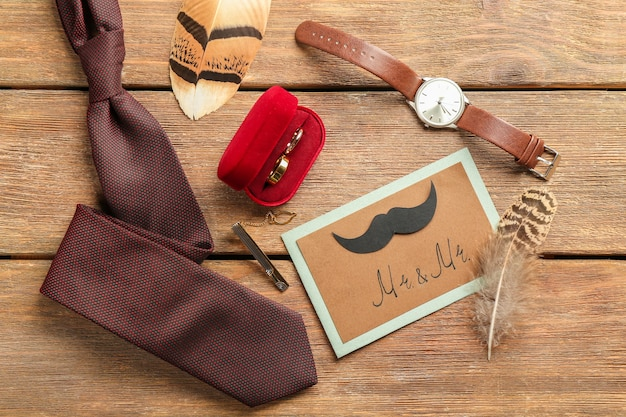 Invitation de carte de mariage gay sur fond de bois
