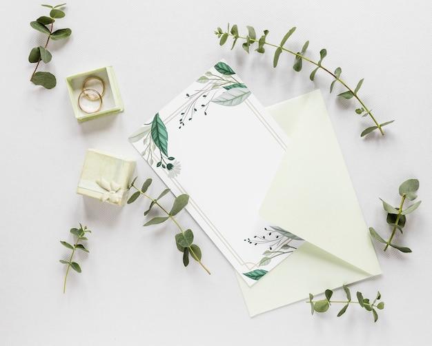 Invitation de mariage avec des branches