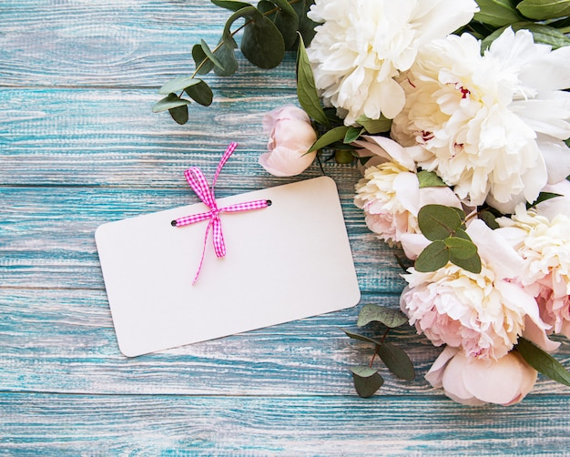 Invitation de mariage avec pivoines roses