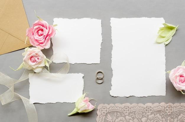 Invitations de mariage avec roses