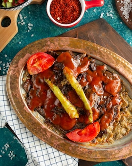 Iskender doner sur la table