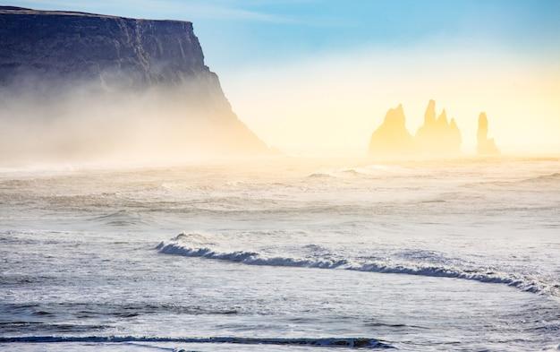 Islande reynisdrangar falaises