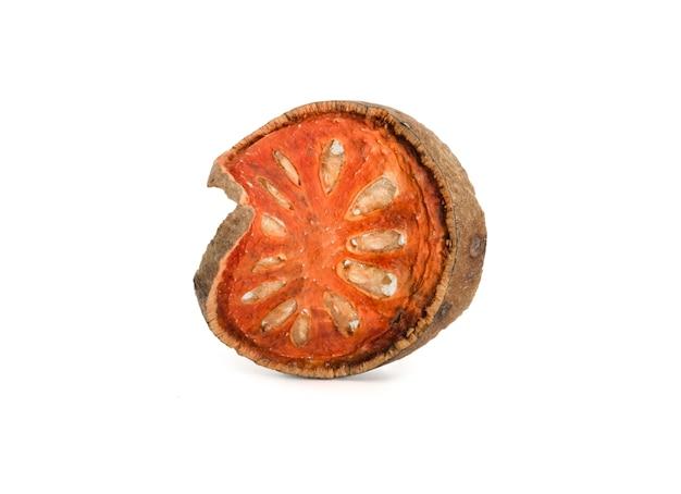 Isolé de coing sec ou de thé aux fruits bael