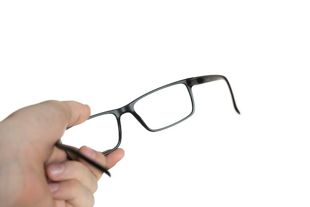 Un isolé sur la main d'une personne blanche tenant des lunettes, une maquette, un cadre optique