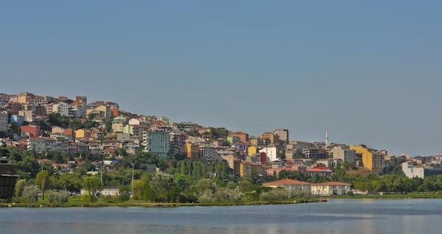 Istanbul large vue sur les maisons du centre-ville