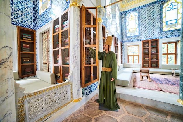 Istanbul, turquie - 11 octobre 2019 : la bibliothèque d'ahmet iii vue intérieure dans le palais de topkapi d'istanbul. topkapi est l'attraction touristique la plus populaire de turquie.