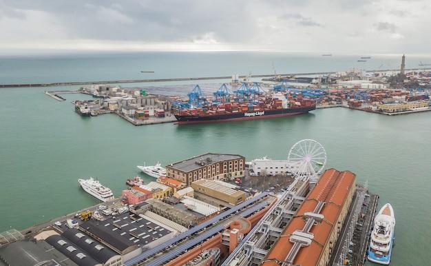 Italie, gênes, janvier 2018 - cargo dans le port