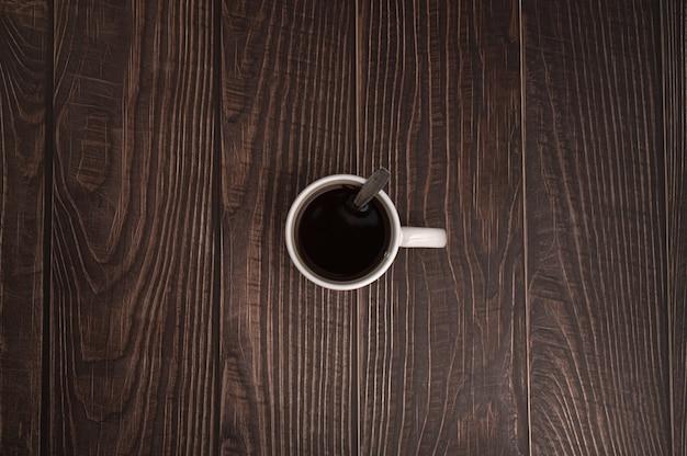 J'adore boire du café, les tasses à café sont sur la table
