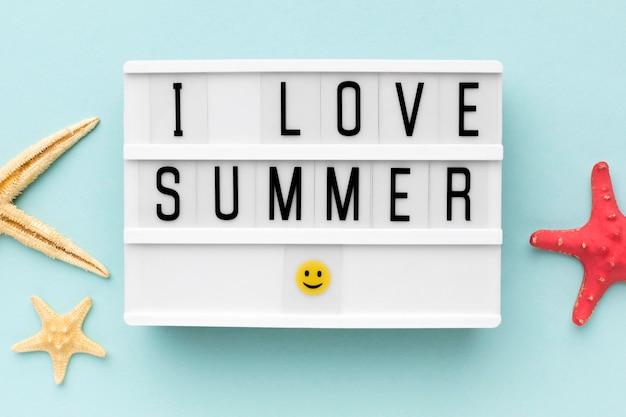 J'adore le concept d'été sur la table