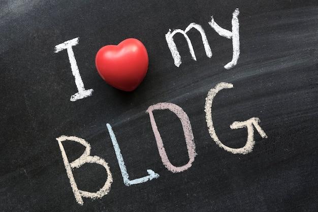 J'adore mon blog manuscrit sur le tableau noir de l'école