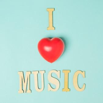 J'aime le texte de musique avec un coeur rouge sur fond coloré