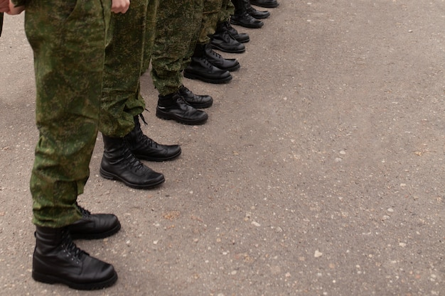 Jambes de l'armée dans les rangs