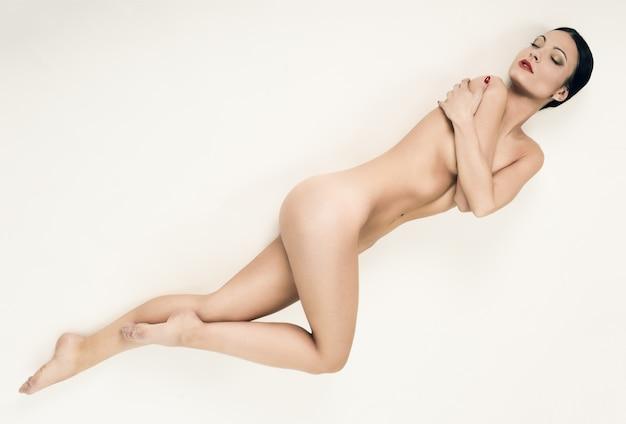 Jambes du corps propre sensuel jolie