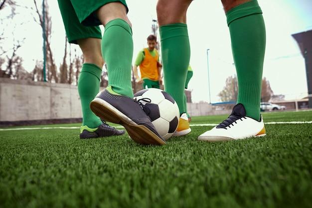 Jambes de joueur de football soccer