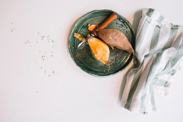 Jambon pelé près de tissu
